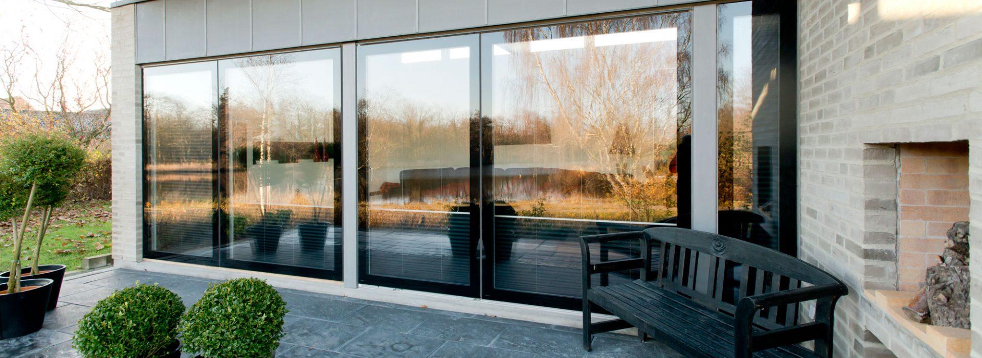 Svarre-vinduer-heltglass-mesterbygg-slide